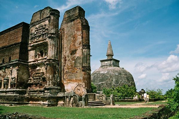 The Ancient history of Sri Lanka begins with the gradual onset of historical records in the final centuries BC, ending the prehistoric period.…