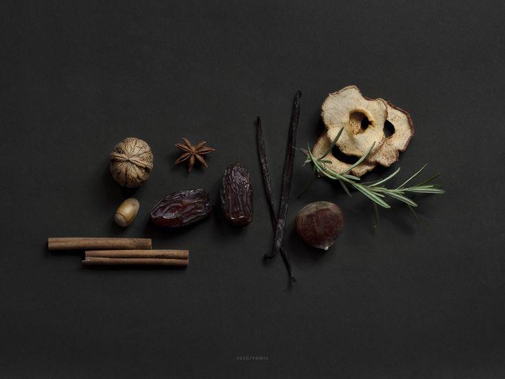 MAD/PLAKAT Eksklusivt plakattryk af smukke råvarer Vi synes naturen er særlig, med MAD/PLAKAT vil vi gerne fremhæve den skønhed naturen  frembringer til vores mad og vores bord. Motiverne er forskellige råvarer, oftest økologiske eller biodynamisk dyrket. Vi lægger vægt på at lade væksterne stå naturligt frem, vise dem som de er i deres naturlige uperfekthed og derved fremhæve naturens eget viltre udtryk.  Mad, plakat, grøntsager, råvarer, økologi, interiør, biodynamisk, råvare, far...