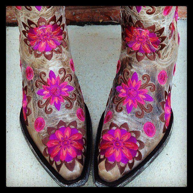 Old Gringo Cojin Bone Boots L1369-4 at Rivertrailmercantile.com #cowgirlboots #oldgringo
