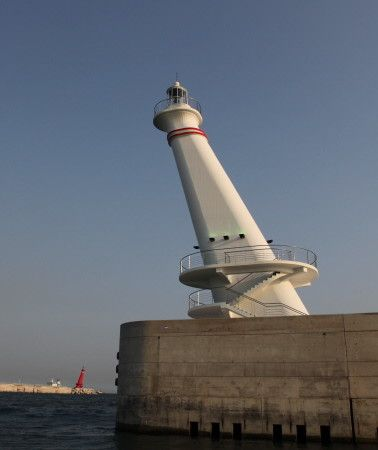 Sin Hang East Breakwater (left) and South Breakwater Lights, Ulsan, South Korea, Ulsan Maritime Affairs and Port Administration photo