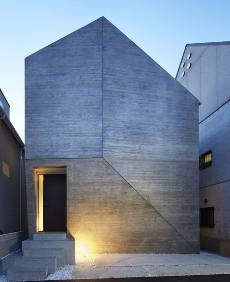 Shirokane House by MDS concealed behind windowless concrete facade