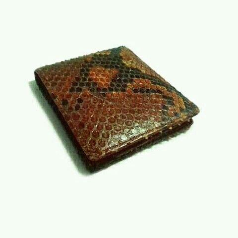 Mens wallet of genuine snake skin leather  Www.jualtaskulit. com +6285642717764  #wallet #leatherwallet #genuineleatherclutch #menswallet #menwallet #snakewallet #snakewallet #dompetkulit #dompetpria #dompetular #whiteblue