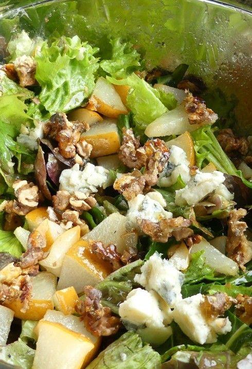 Blattsalat mit Nashibirne, Gorgonzola und Walnüssen - hier gibt's einen einfachen Trick, wie das ganze noch Crunch und Süße bekommt. Fotos der Zubereitungsschritte und das Rezept gibt's auf barbaras-spielwiese.blogspot.de