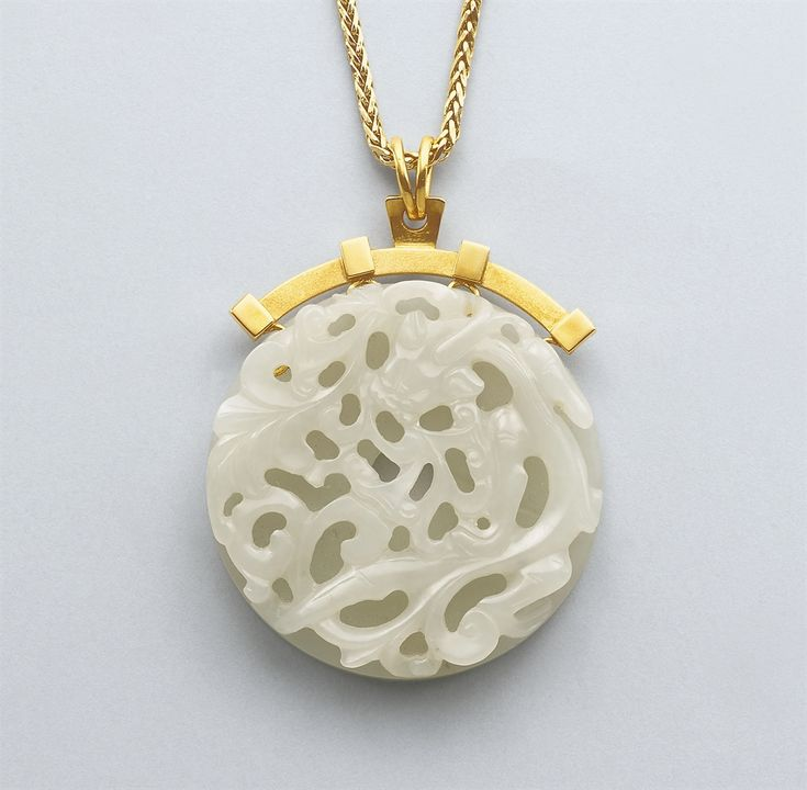 A WHITE JADE DISC, BI -  QING DYNASTY (1644-1911).