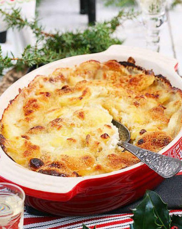 Ett fantastiskt recept på krämig, vegansk Janssons frestelse som får god sälta av saltgurka och kapris. Traditionell julmat i ny version!