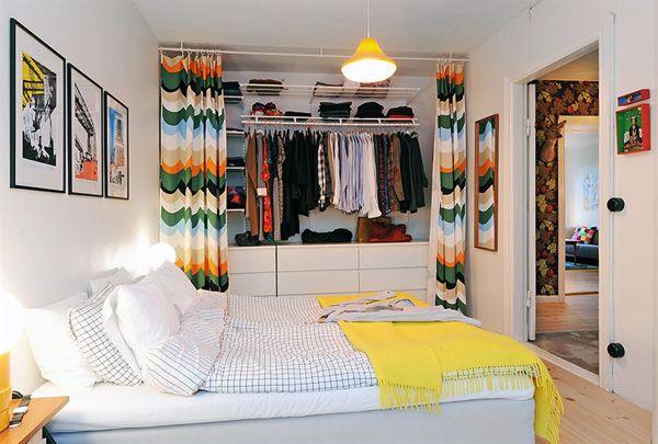 Curtains instead of closet doors....au lieu portes placards rideaux de placards?