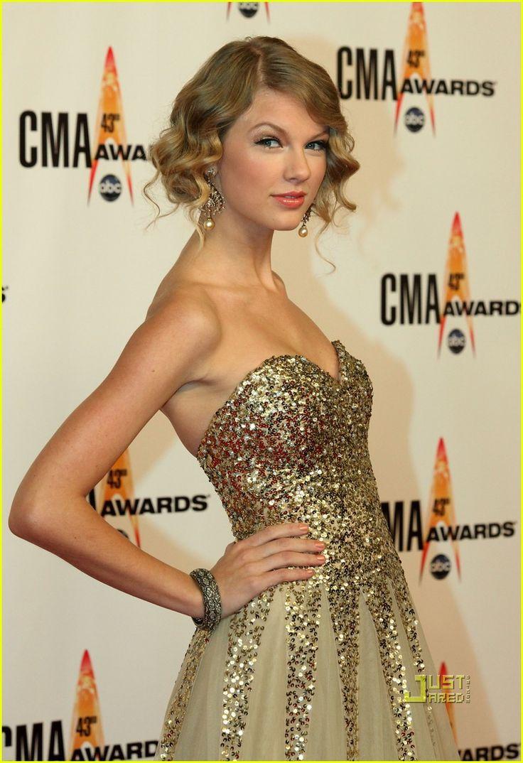 The Beautiful Country Music Star Taylor Swift In CMA Awards 2009 #CMA #Awards #TaylorSwift #AskaTicket