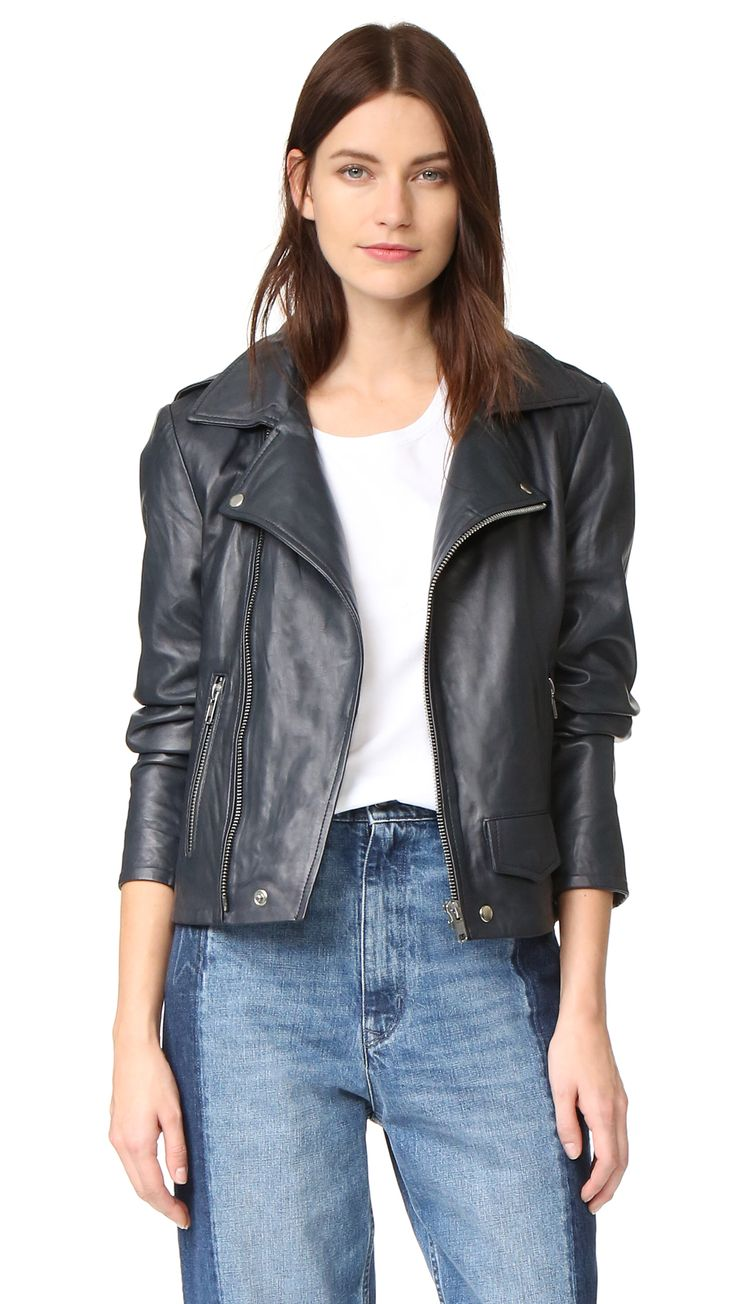 ¡Cómpralo ya!. Oak La Rebel Leather Jacket - Dusk. Sleek, buttery leather composes this edgy OAK moto jacket, and snap epaulets trim the shoulders. Off center zip placket. Snap flap front pocket and zippered side pockets. Zip vents split the back hem. Fold over collar. Long sleeves and zip cuffs. Lined. Fabric: Soft leather. 100% cowhide. Leather clean. Imported, India. Measurements Length: 22.5in / 57cm, from shoulder Measurements from size S. Available sizes: L , chaquetadecuero…