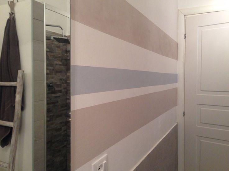 Bathroom, orizontal wallstripes