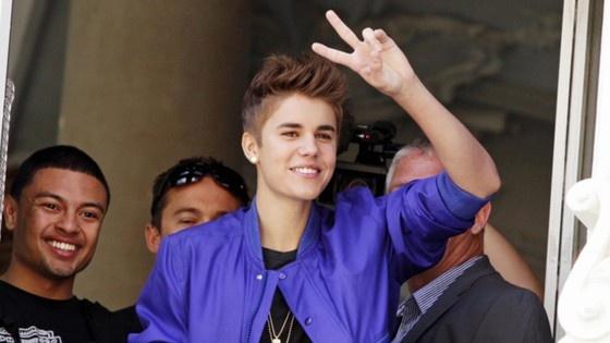 Justin Bieber - Bio, Pics, and News | E! Online