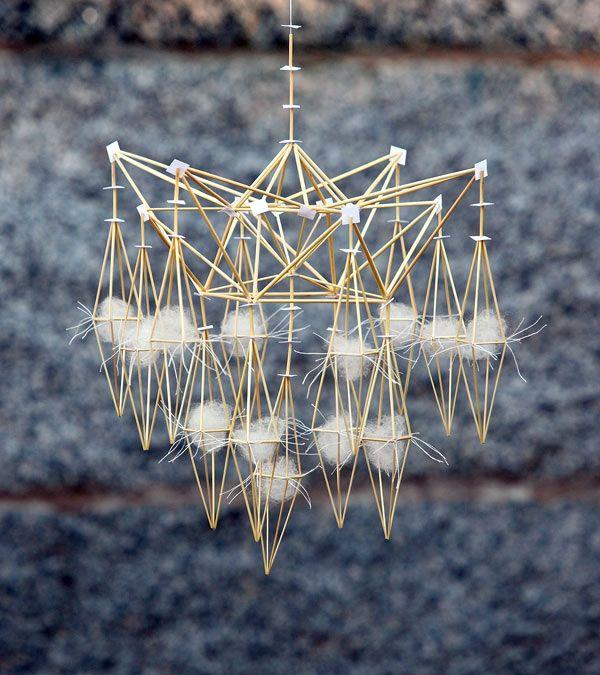 Modern 'himmeli' (in Finnish. 'Oro' in Swedish) by Per-Åke Backman. Traditional Scandinavian straw craft   Winter Light collection. Modell B. (Foto Lennart Edvardsson)