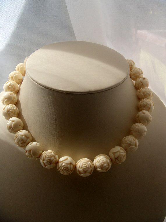 antik Wonderful Roses plastic. Delicate necklace. от ODMIVINTAGE