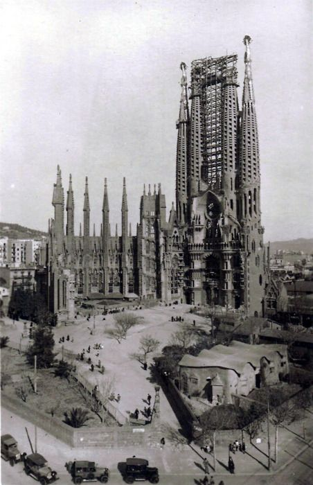 Primeros años de construcción de la #SagradaFamilia, http://www.viajarabarcelona.org/lugares-para-visitar-en-barcelona/sagrada-familia/ #Gaudi #Barcelona
