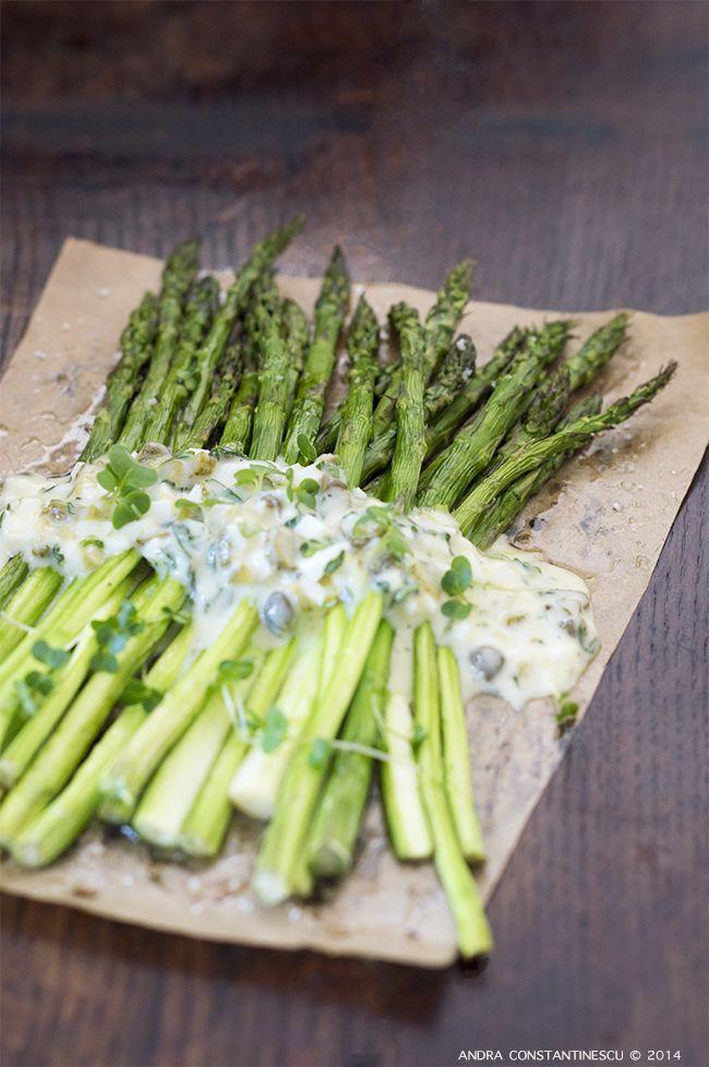 Retete vegetariene de sarbatoare: Sparanghel cu sos Gribiche si creson - Menta  Rozmarin