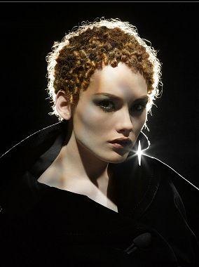 TREVOR Sorbie Kurze Rot Weiblich Curly Kraus gekräuselt Eng zusammengerollt Frauen Frisuren hairstyles