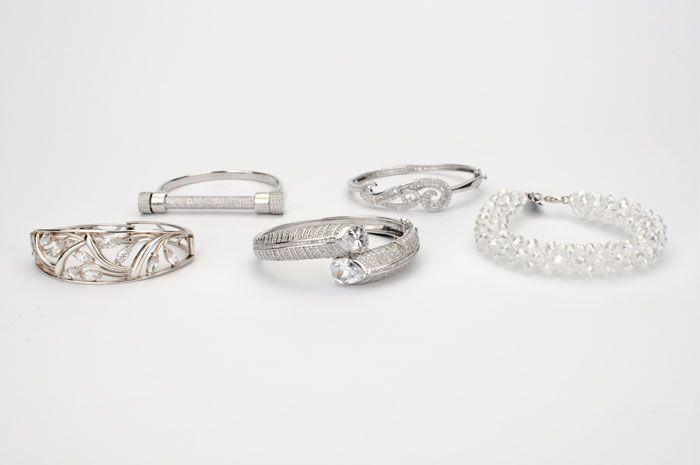 Modne bransoletki wybrane przez sklep jubilerski online KINGY.PL  http://blog.kingy.pl/bizuteria/item/27-w-co-mam-sie-ubrac