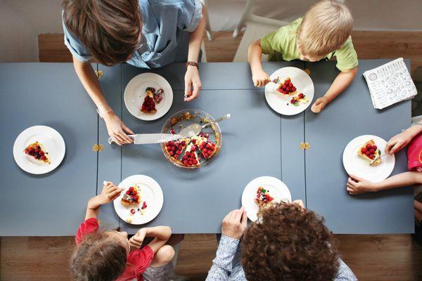 The desk changes into big table for six poeple. by Agata Nowak, via Behance