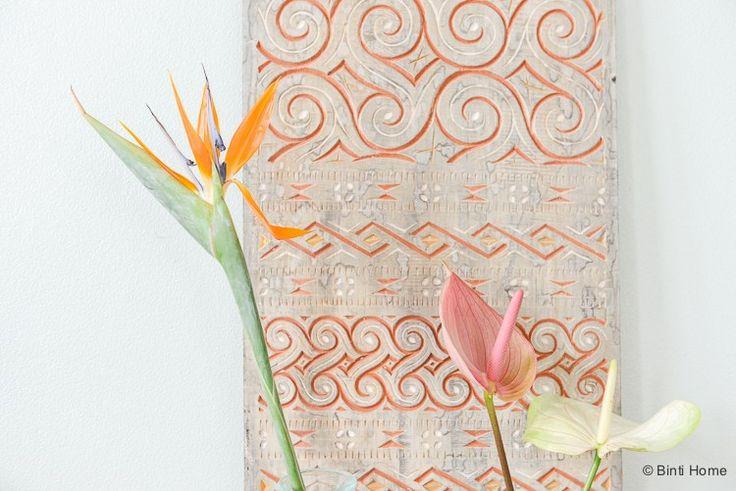 Styling met Exotische bloemen Strelitzia en Anthurium voor tropische sfeer in huis in de herfst ©BintiHome