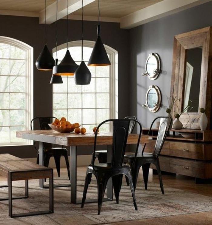 salle à manger style industriel, chaises tolix, table bois et métal