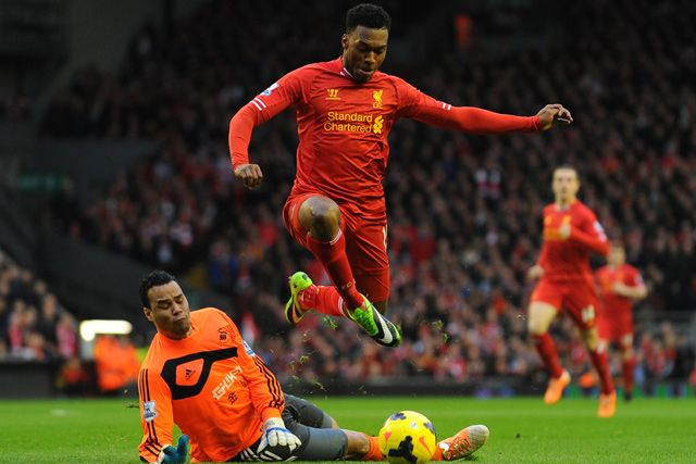 Sturridge! <3 - Almost identical pose to Gerrard's after penalty conversion in Fulham game. He's learning. :)