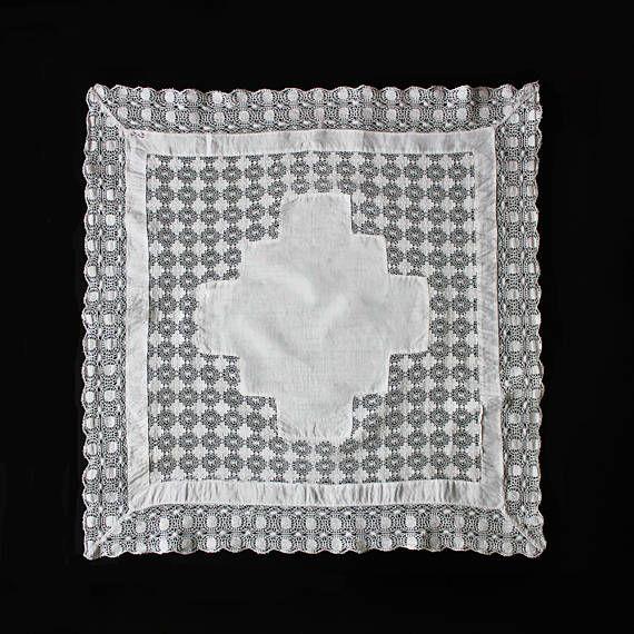 Mid-century vintage linen doily table cloth 100% cotton