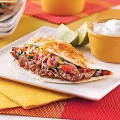 Faites de votre restant de viande à fondue des tortillas à la façon « steak fromage! »