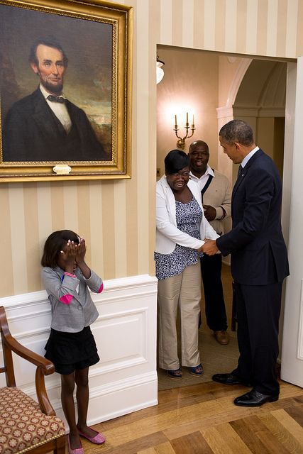 A 8-year American girl cries when she met Obama in White House?