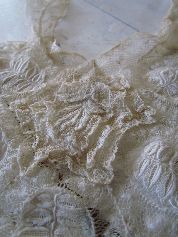 Kanten inzet van jurk / Piece of lace,dress  SOLD