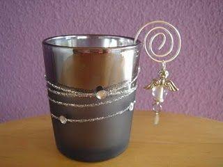 Nodig; oude glaasjes verzilverd ijzerdraad kralen oud klein speelgoed spuitbus zilver Waxinelichtjes 1.spuit het glas van binnen zilver laat dogen 2.Spuit het kleine speelgoed zilver aat drogen 3.W…