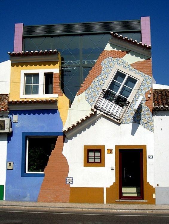 Crazy #House ou un #constructeur ayant un peu trop bu la veille ou un #promoteur artiste !