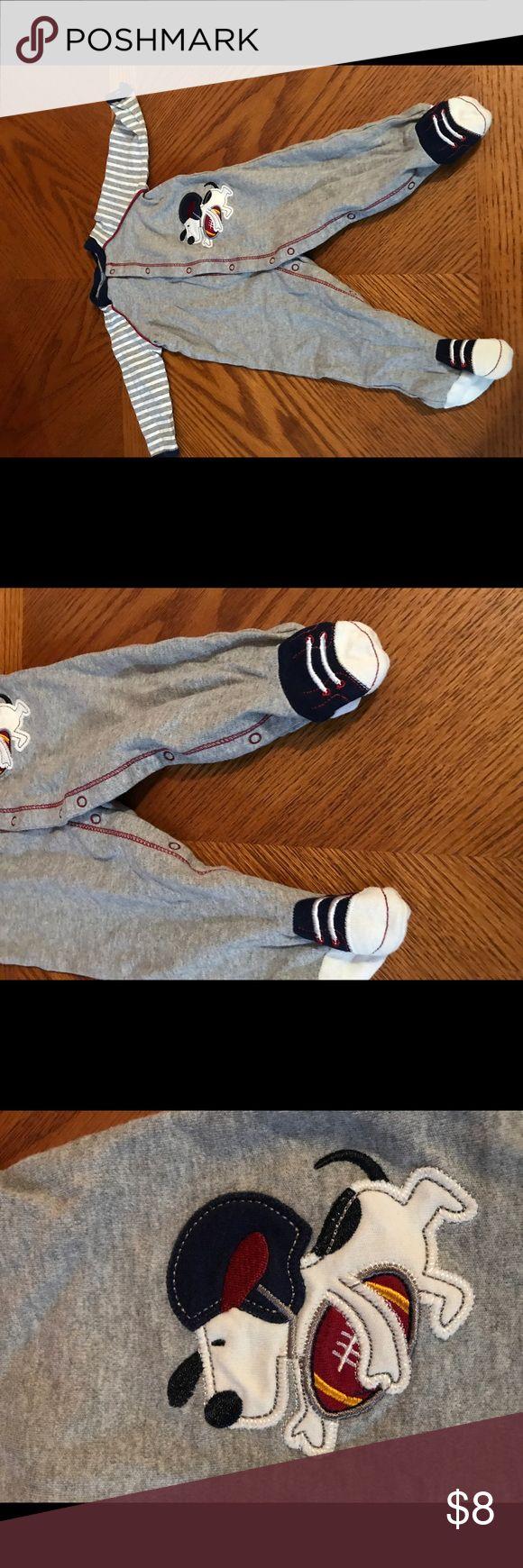 Snoopy footies pajamas👣 6M The pajamas are so adorable, comfy and warm. Pajamas