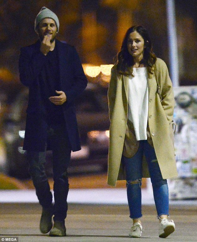 Minka Kelly is seen with a male companion after split  She might be newly single but Minka Kelly clearly isnt brooding over her split from Jesse Williams.  After news of the break up emerged on Thursday the actress was seen leaving Crossroads restaurant in Los Angeles alongside a male companion.  Smiling and in good spirits the actress appeared unfazed during her evening outing.  Moving forward: On Thursday Minka Kelly was seen leaving Crossroads restaurant in LA alongside a male companion…