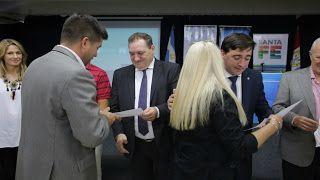Así Somos: La provincia entregó certificados de un curso de f...