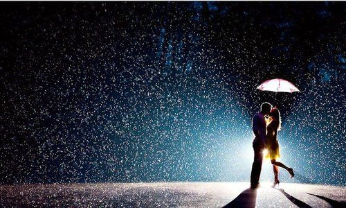 Kiss in the rain: A Kiss, Engagement Pictures, Engagement Photo, Idea, Umbrellas, Snow Pictures, Wedding Photo, Engagement Pics, Rain