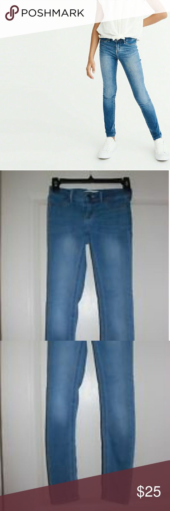 Abercrombie Kids-Girl's Stretch Straight Jeans Abercrombie Kids: Girl's Stretch Straight Leg Jeans in the light wash. They are in prestine condition! They are this Fall/Winter's must-have jeans for school! Abercombie Kids Bottoms Jeans