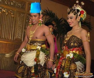 jogja putri - paes ageng jangan menir - basahan  My journey...: Bedanya dandanan pengantin ala Solo & Jogja