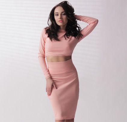 Женский костюм. Укороченный топ и юбка с завышенной талией