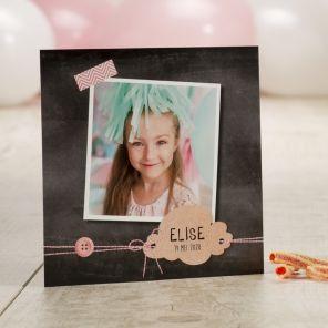 Krijtbord fotokaart met roze accenten | Tadaaz  #communie #lentefeest #dankkaart #krijtbord #foto #roze #bedankt #aandenken www.tadaaz.be