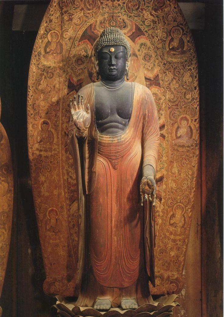 《釈迦如来立像》9世紀~10世紀初め 室生寺