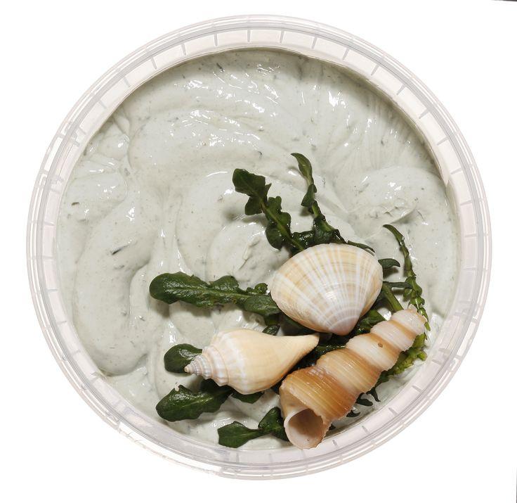 Η σπιρουλίνα θεωρείται η καλύτερη αντιγηραντική τροφή για το δέρμα.. Σε συνδυασμό με το εκχύλισμα από φύκια, δημιουργούν μια ισχυρή αντιγηραντική και αντιοξειδωτική μάσκα προσώπου που θα τη βρείτε στο Fresh Beauty Bar!  Βιολογικά πιστοποιημένη, η μάσκα #seaweed περιέχει συστατικά με αποτοξινωτικές, τονωτικές, αντιοξειδωτικές και καθαριστικές ιδιότητες, ενώ το πράσινο τσάι επιβραδύνει τη γήρανση και επαναφέρει τις φθορές του δέρματος από την ηλιακή ακτινοβολία.