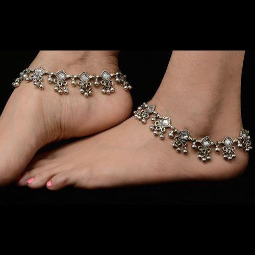 Bridal fashion silver plated anklets. Matching dresses, sari or for more variety visit kaneesha.com #BridalSilverAnklets #BuyAnkletsOnlineIndia