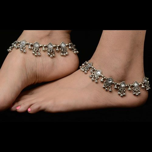 Bridal fashion silver plated anklets. Matching dresses, sari or for more variety visit kaneesha.com #BridalSilverAnklets #BuyAnkletsOnlineIndia