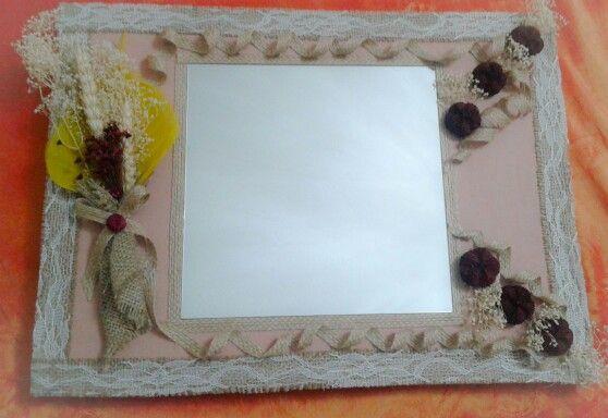 Καθρέπτης με αποξηραμένα άνθη