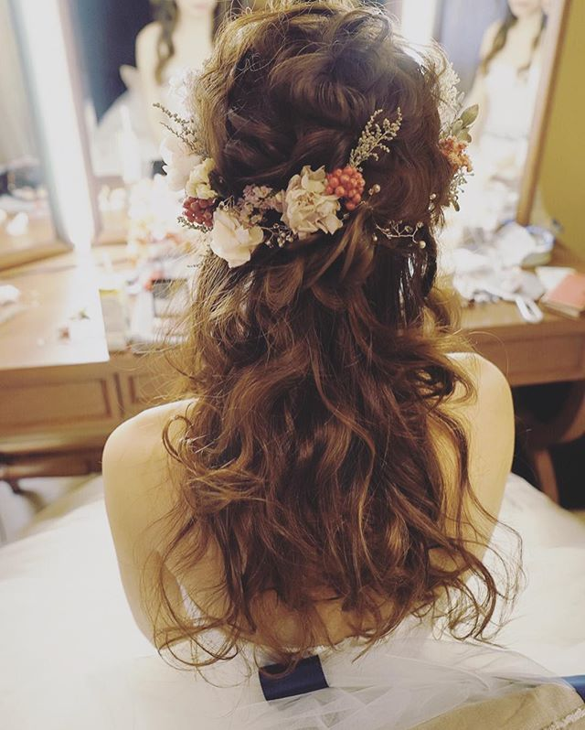 【Bridal Blog更新してます*】 昨日の花嫁様の披露宴前のクイックチェンジスタイルです* オランジュベールさんにて☺️ 詳細はBlogに載ってます*