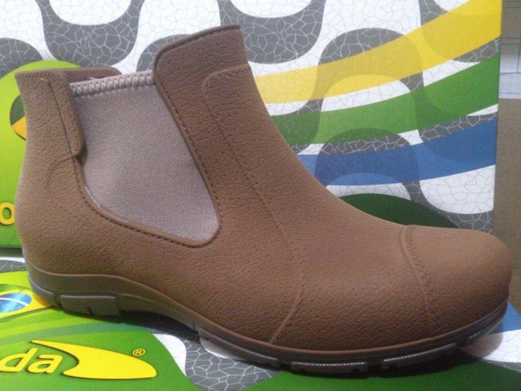 PEDALEAR EN INVIERNO: zapatos de goma,  tienda boa onda, merced/lastarria , los encontré buena idea para pedalear bajo la lluvia, aun no los meto a una posa de agua o barro en la ciclovia... pero estoy segura que serán de gran utilidad