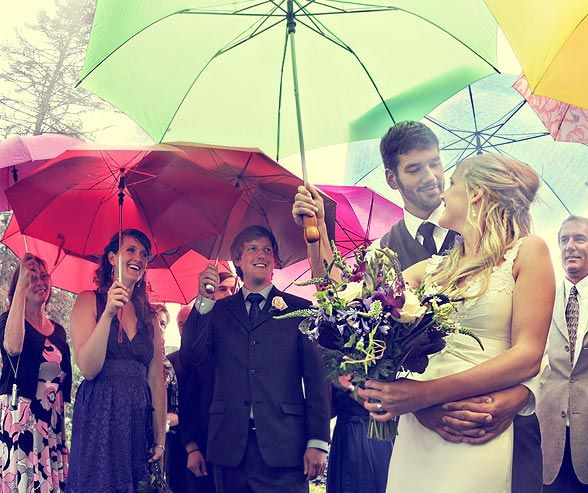 Tips on creating a rain plan for your wedding day. Will def need this for a wedding in Ireland!!