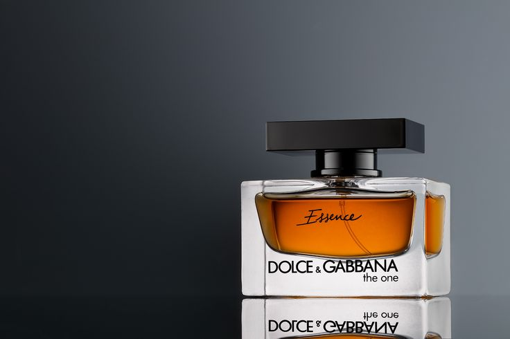Luce Pictor Studio - Dolce & Gabbana The One Essence perfume product and advertising photography #DolceGabbana #TheOne #Essence #perfume #cosmetics #beauty #productphotography #commercialphotography #advertisingphotography