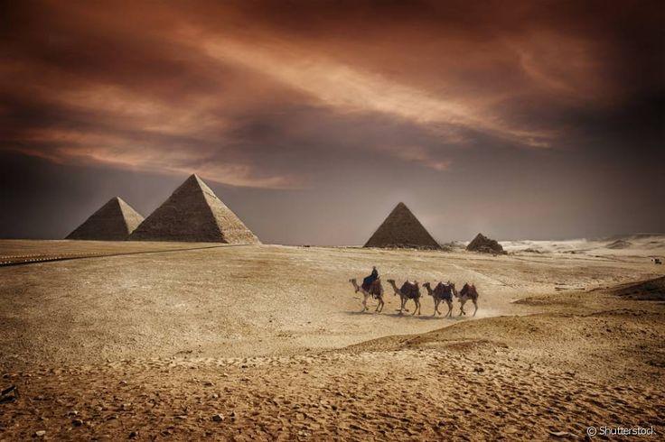 Egito: Se você ama história, uma viagem ao Egito deve estar no topo da lista de destinos para visitar, já que o país foi palco de importantes acontecimentos de civilizações antigas. A cidade do Cairo é a principal porta de entrada para o país e onde estão localizadas diversas atrações imperdíveis, como o completo Museu do Cairo, onde você encontrará múmias, sarcófagos e muito mais sobre a história egípcia. A pirâmides, conhecidas como Necrópole de Gizé, são o principal cartão postal do Egito…