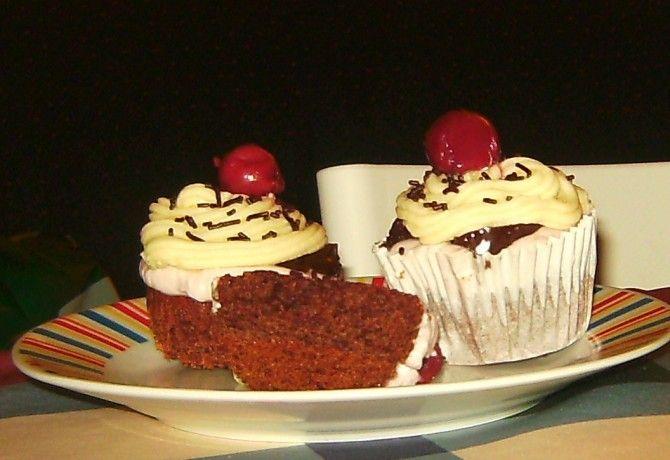 Mini feketeerdő torta recept képpel. Hozzávalók és az elkészítés részletes leírása. A mini feketeerdő torta elkészítési ideje: 35 perc