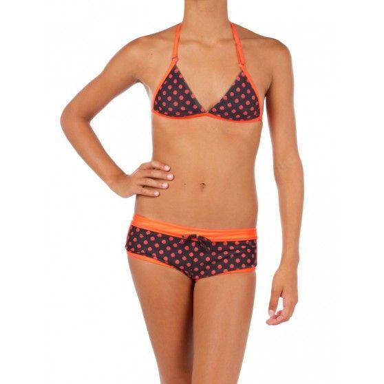 Vrolijke #bikini met stippen van @Protest Boardwear. De bandjes aan de top en het broekje hebben een effen opvallende kleur. #dws